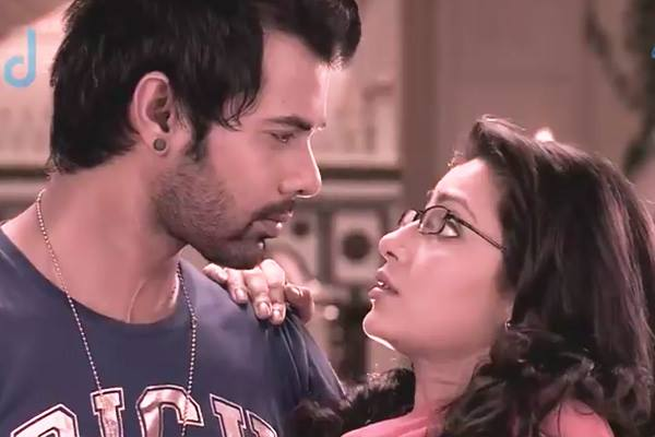 Tuesday Update On Twist Of Fateepisode 558 560aaliya Is Busy Search