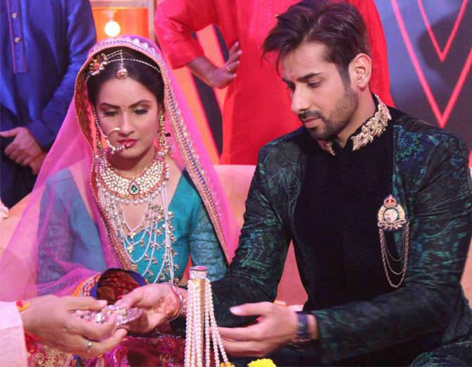 TV Couple Puja Banerjee And Kunal Verma Get Engaged In A Lavish Ceremony In Mumbai.Kunal V…